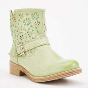 Cutwork Flower Pattern Ankle Boots